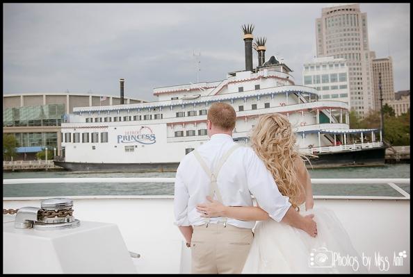 Detroit Princess Boat Wedding Photos Romantic Michigan Wedding Photos