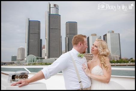 Detroit Skyline Wedding Photos Michigan Wedding Photographer