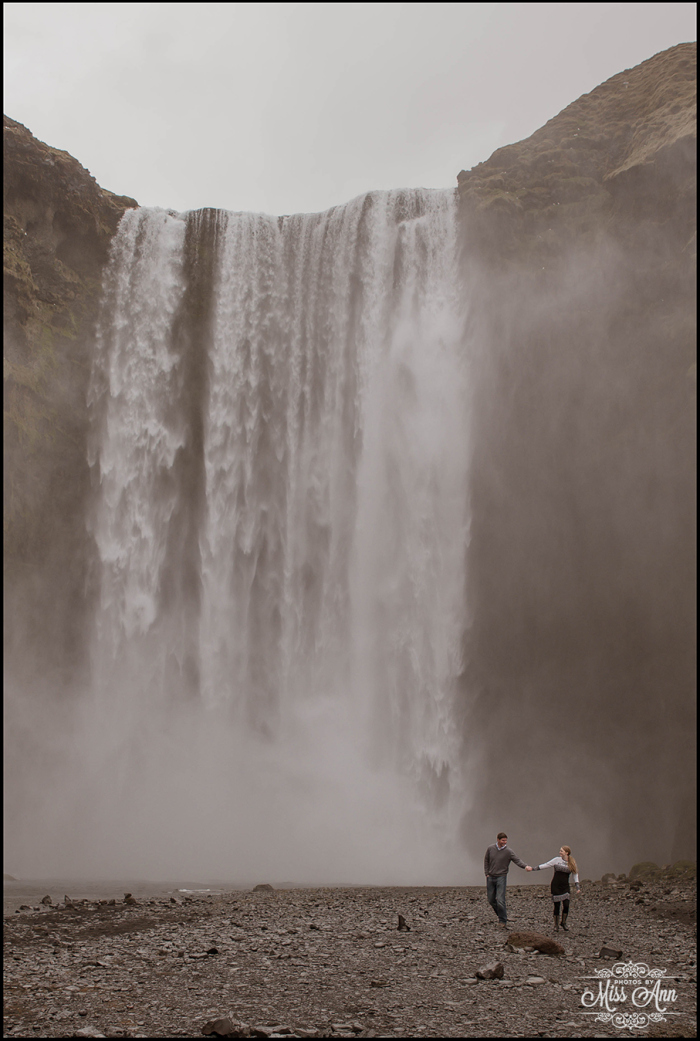 Rainy-wedding-at-skogafoss-waterfall