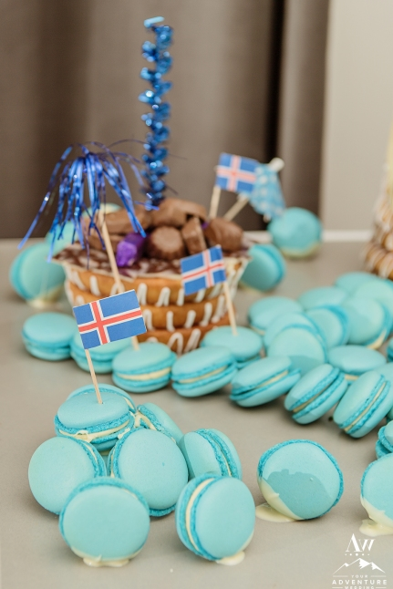 blue-macroons-iceland-wedding