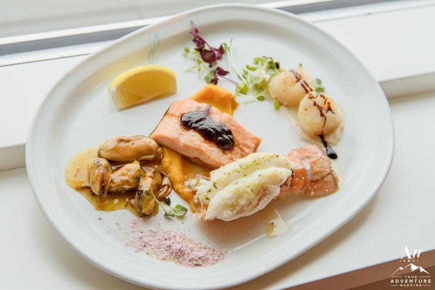 iceland-wedding-meal-at-hotel-grimsborgir