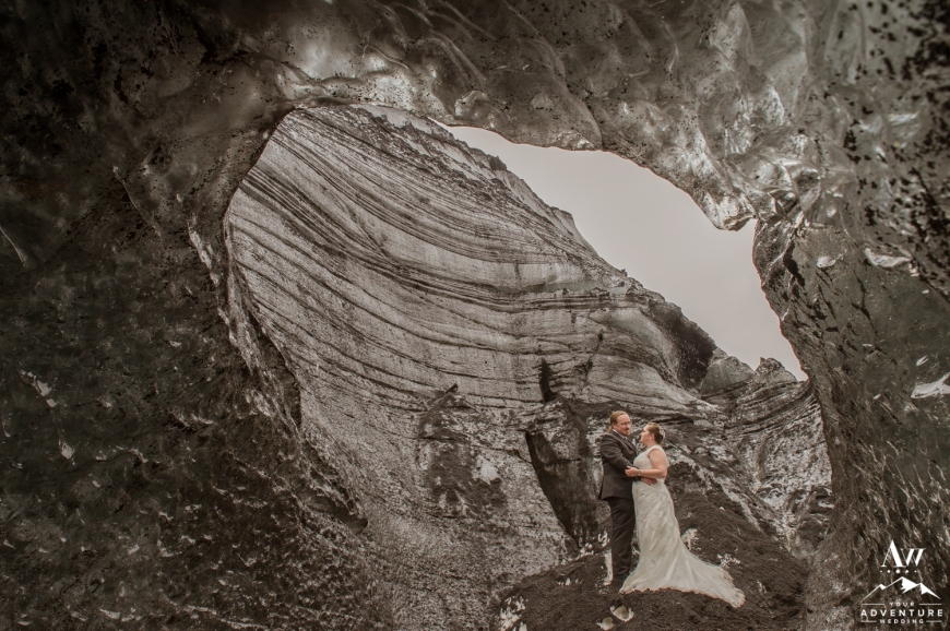 4-nordic-elopement-photographer-ice-cave-wedding-iceland