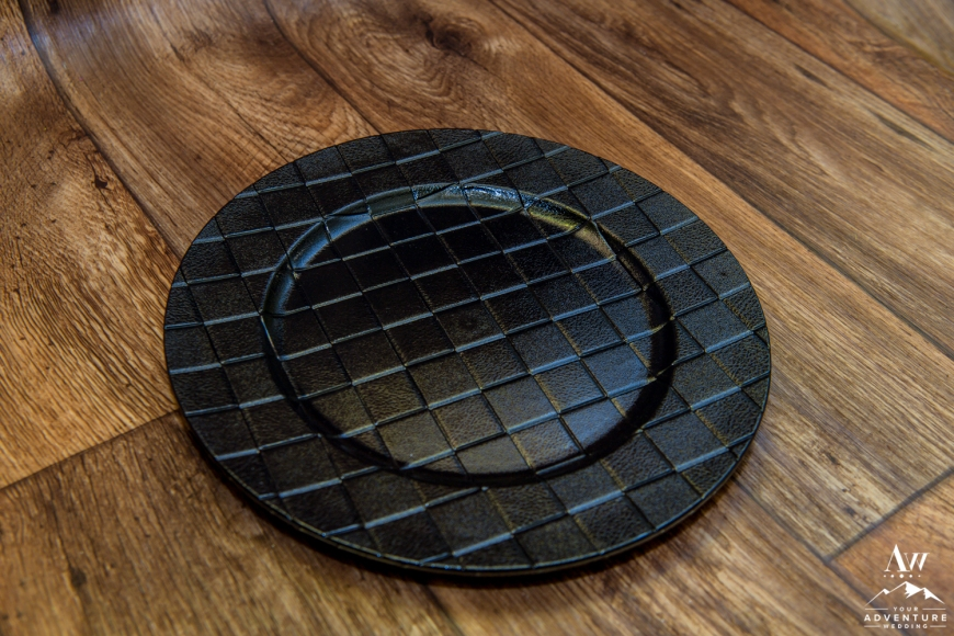 iceland-wedding-rental-black-charger-plate