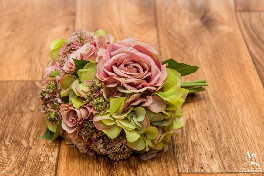 iceland-wedding-rental-bouquet