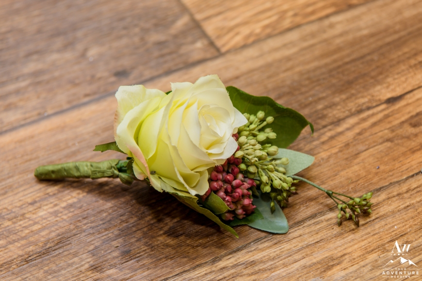 iceland-wedding-rental-buttonhole