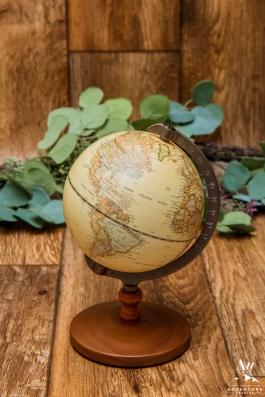 iceland-wedding-rental-globes