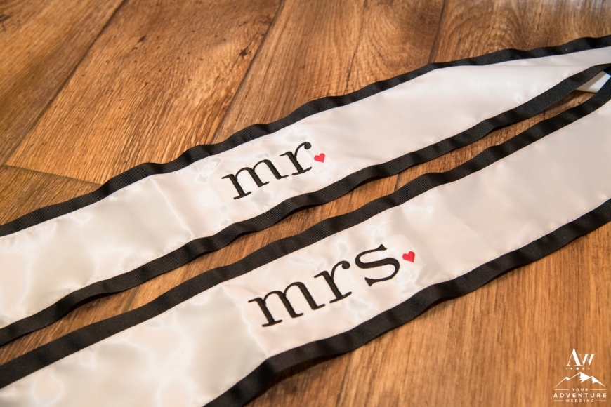 iceland-wedding-rental-mr-and-mrs-chair-sign