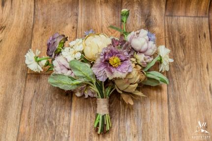 iceland-wedding-rental-purple-wedding-bouquet