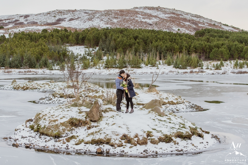 surprise-marriage-proposal-in-iceland-13