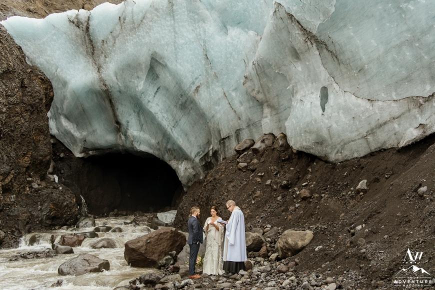 iceland-elopement-photographer-iceland-wedding-planner-17