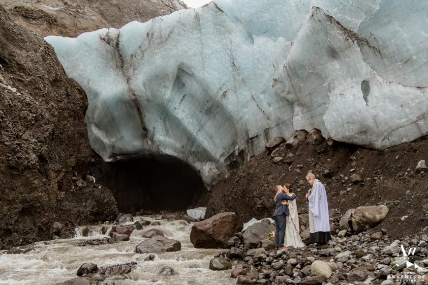 iceland-elopement-photographer-iceland-wedding-planner-18